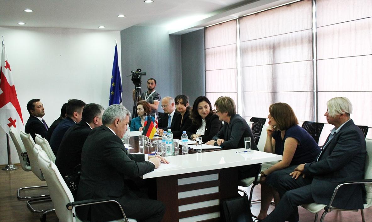 შეხვედრა აზერბაიჯანის რესპუბლიკის წარმომადგენლებთან