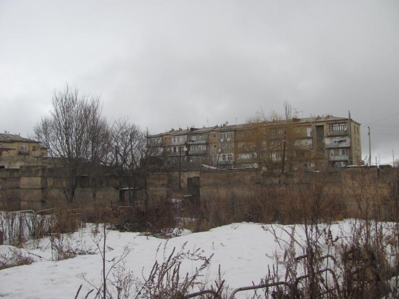 ქალაქ ახალქალაქში, დ. აღმაშენებლის შესახვევში N1-ის მიმდებარედარსებული 761.00 კვ.მ. არასასოფლო-სამეურნეო დანიშნულების მიწის ნაკვეთი და მასზე არსებული შენობა-ნაგებობა N1 (მშენებარე)