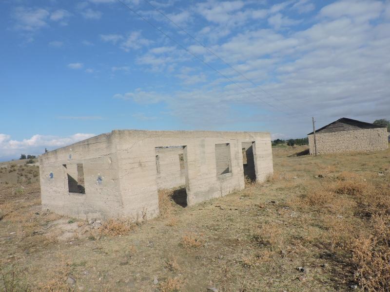 დედოფლისწყაროს მუნიციპალიტეტში, სოფელ ქვემო ქედში მდებარე 199.00 კვ.მ. არასასოფლო-სამეურნეო დანიშნულების მიწის ნაკვეთი და მასზე არსებული N1 შენობა-ნაგებობა